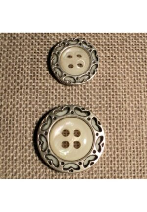 Bouton costume blanc cassé avec cercle métal argenté coeurs 15mm/20mm 4-trous