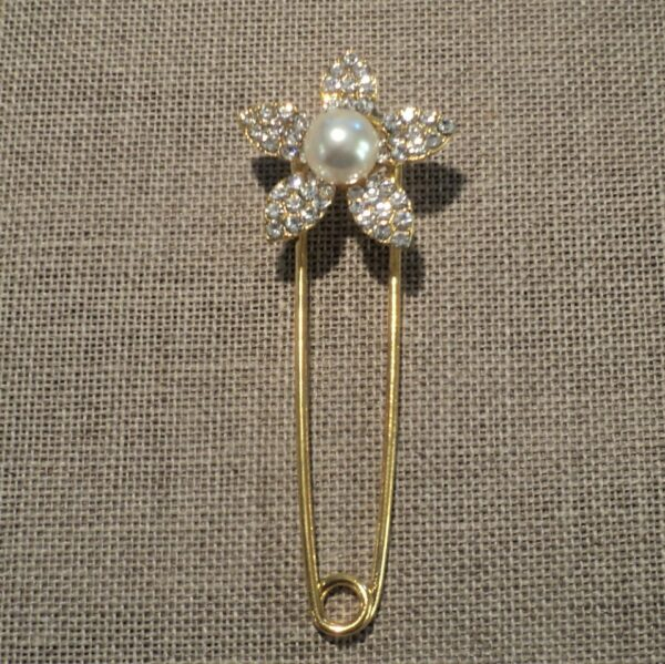 Epingle Kilt avec fleur strass et perle, métal doré 65mm, fermoir gilet, veste, attache gilet, veste sans coudre